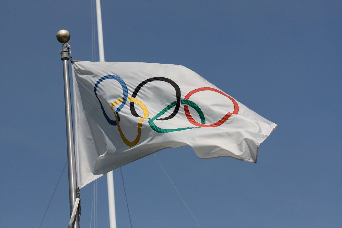 2048px-Olympic_flag